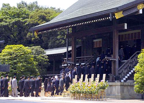 [Bild: Yasukuni_Schrein_2007.jpg]